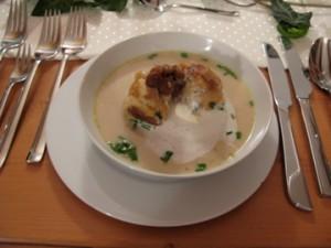 bread dumpling in mushroom cream